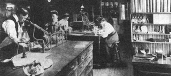 Photo of a laboratory in 1905