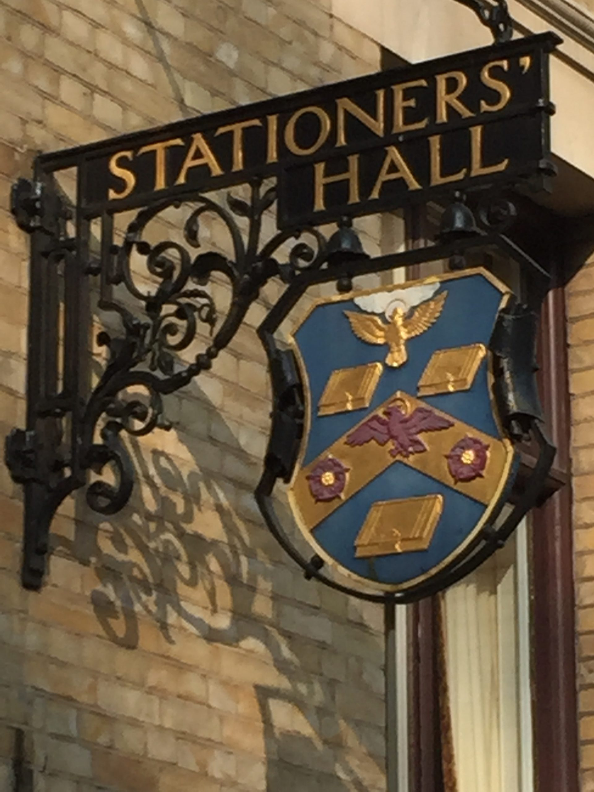 Photo of crest sign at Stationer's Hall